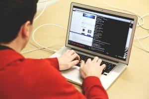 自社でホームページが修正できる様になるには?